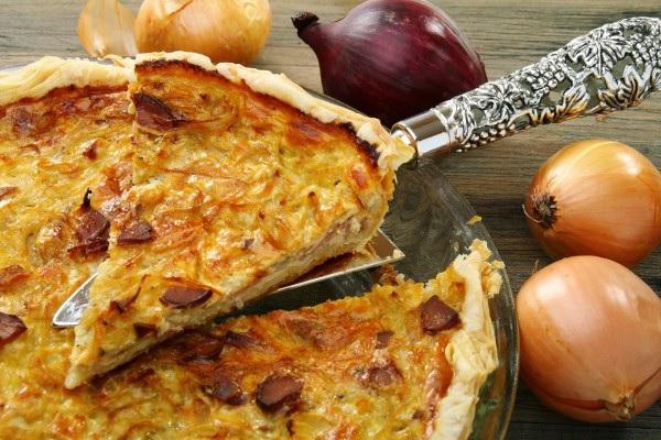 Французский луковый пирог с сыром