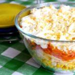 Салат с копченой курицей и сыром с корейской морковью