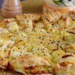 сырный пирог с кунжутом и зеленью